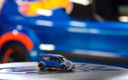 108_Hot_Wheels_Ford_Transit_Connect_Model_Foreground-600x375