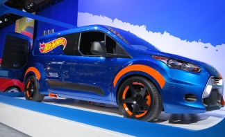 hot-wheels-ford-transit-connect-03
